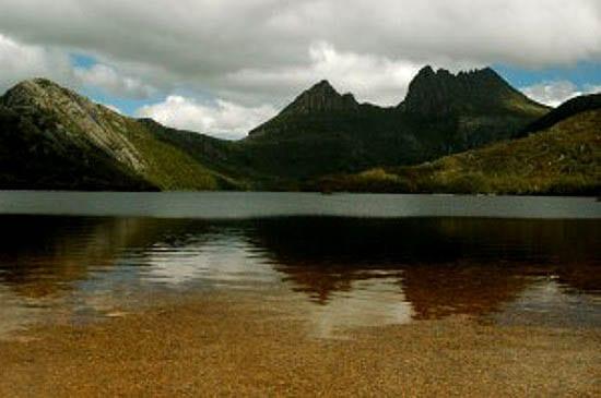 """Dove Lake"""