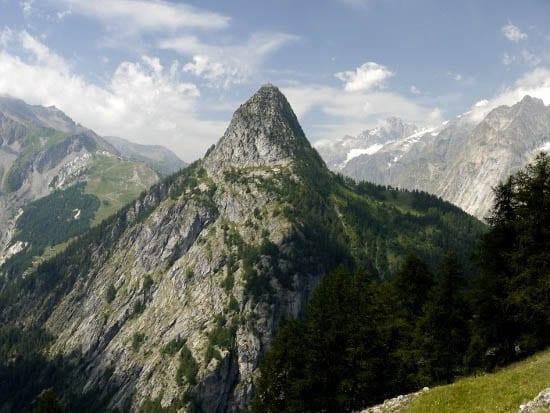 """Mountain view on the way to Rifugio Bertone"""