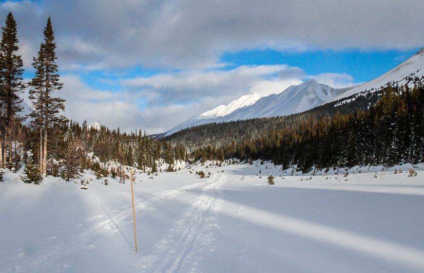The easy skiing to Skoki Lodge
