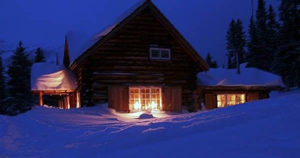 """Skoki Lodge under a cloudless night sky"""