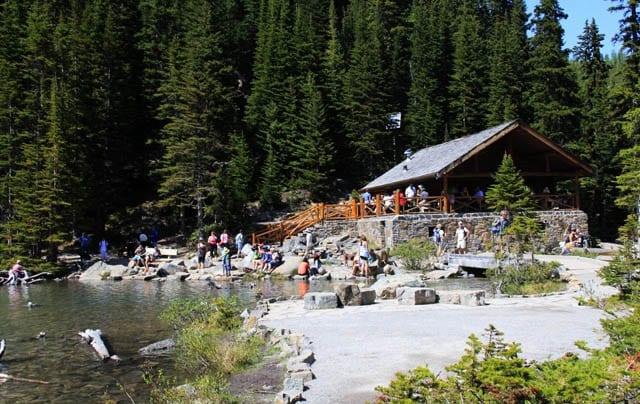lake agnes tea house open - 640×404