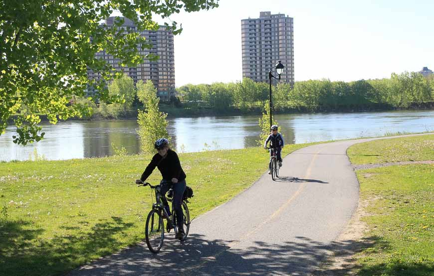 Scenic bike path in Montreal - Photo credit: Mononc' Paul on Flickr