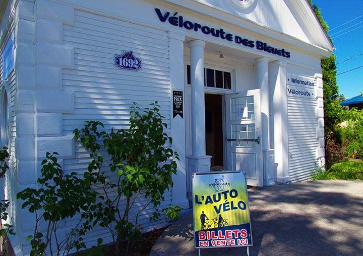A Veloroute des Bluets help center along the route
