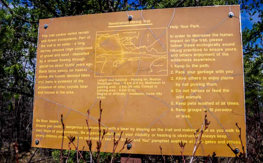 Big sign illustrating the 11 km Mustus Peitahigan hike