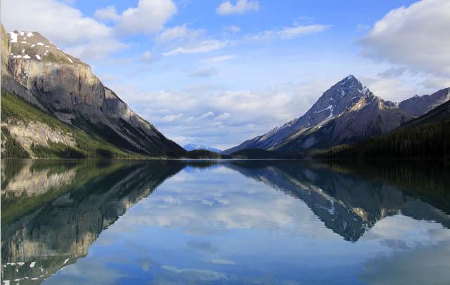 Maligne Lake in a calm state, Jasper National Park