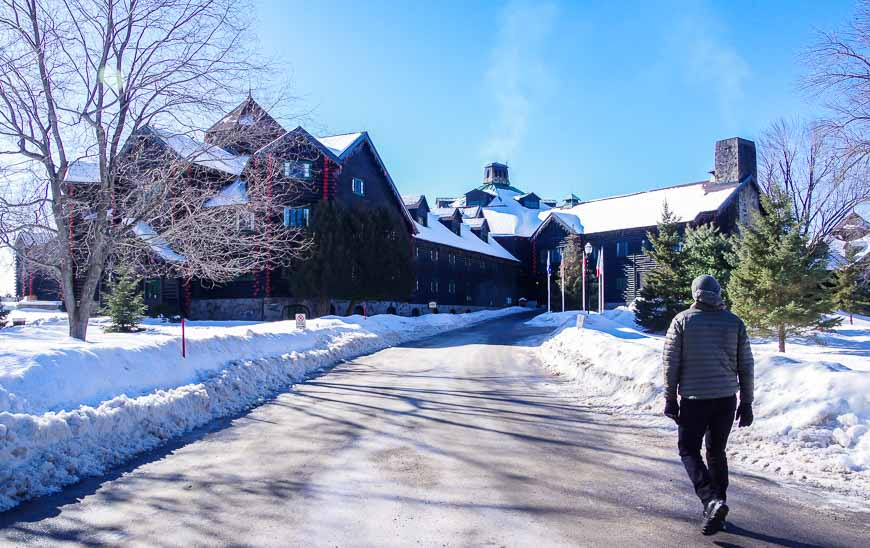 The drive up to the entrance of the Fairmont Chateau Montebello