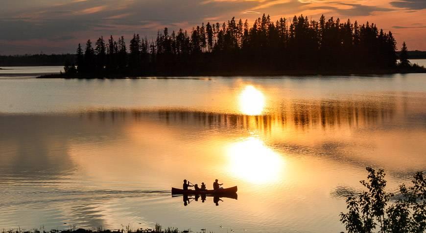 Peaceful evening canoeing on Astotin Lake
