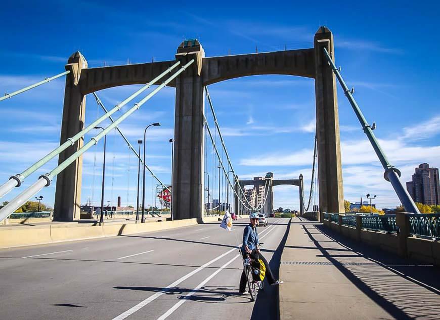 Bike trails in Minnesota - Crossing the Hennepin Avenue Bridge