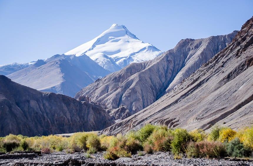 Six thousand metre peaks pop into view