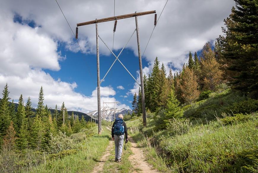 An uninspiring start to the hike beneath a powerline