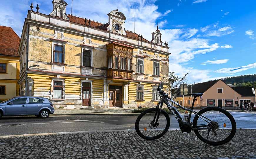 A bike stop in the pretty town of Vlachovo Brezi