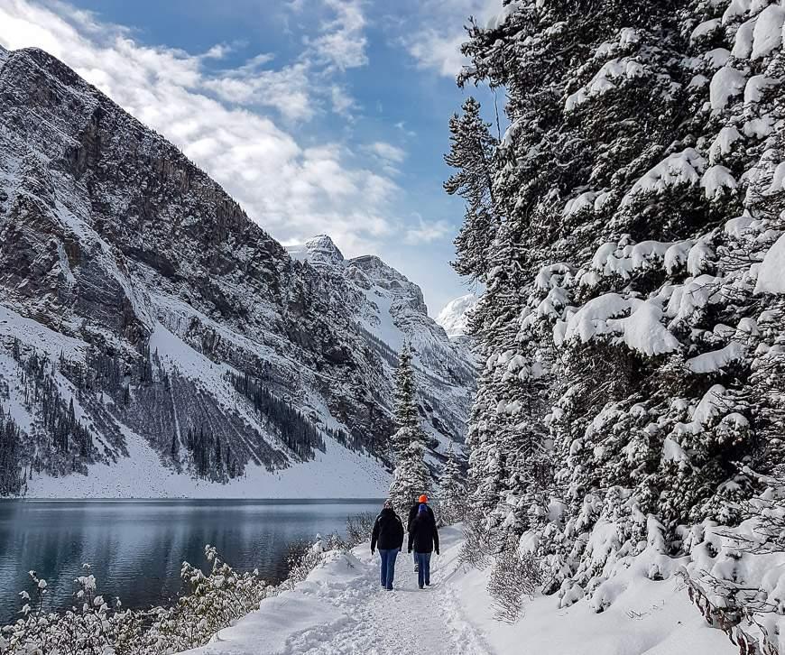 Snoeshoeing in Banff along the Lake Louise shores
