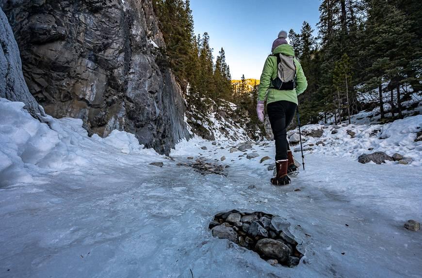 Ice walks in Alberta - Grotto Canyon
