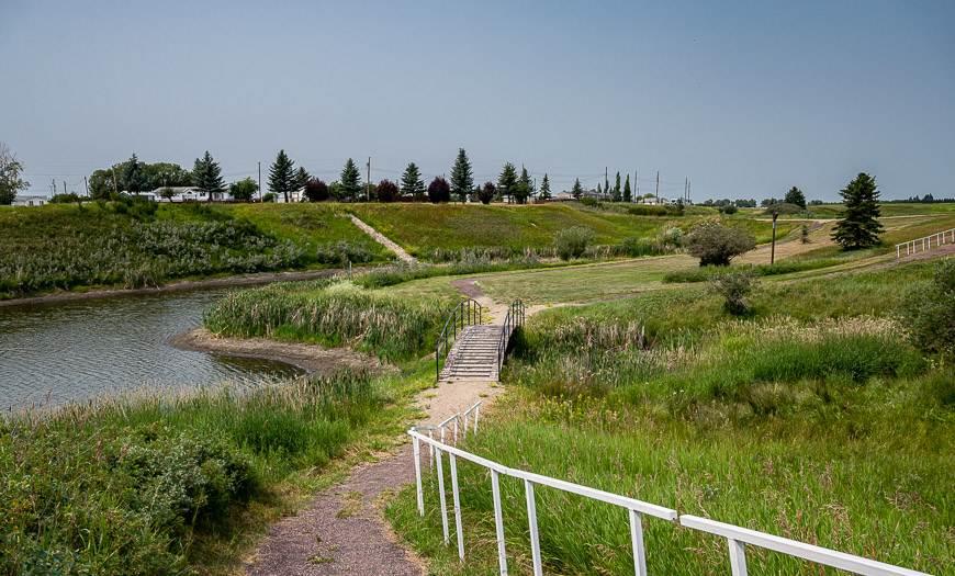 Beautiful walking trails around the Linden Ponds